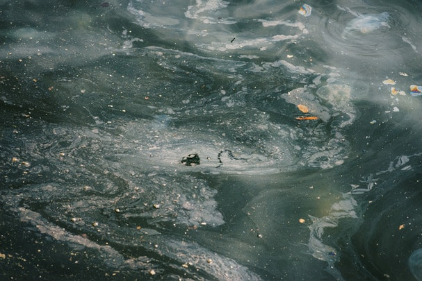 oil and garbage pollution in the water