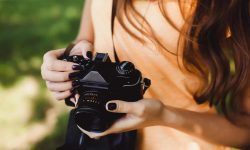 DSLR vs Point and Shoot Camera – Which One Is Better?