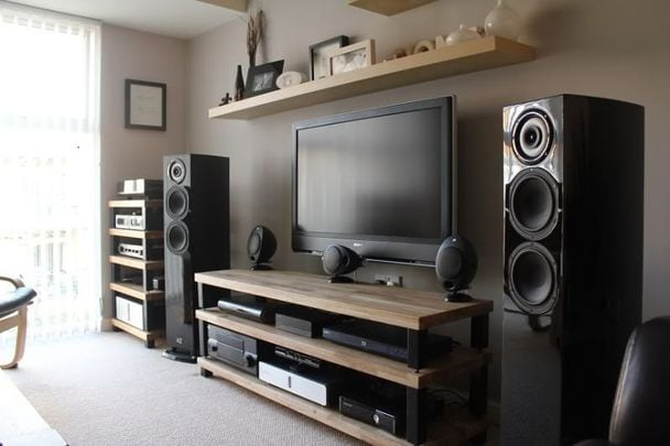 home theatre speakers' placement